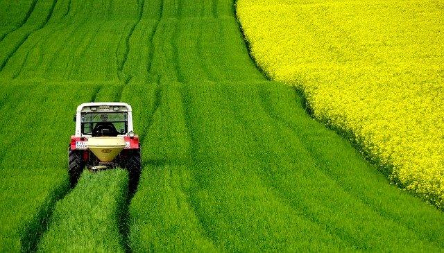 日本で農業を始める人の年齢データ